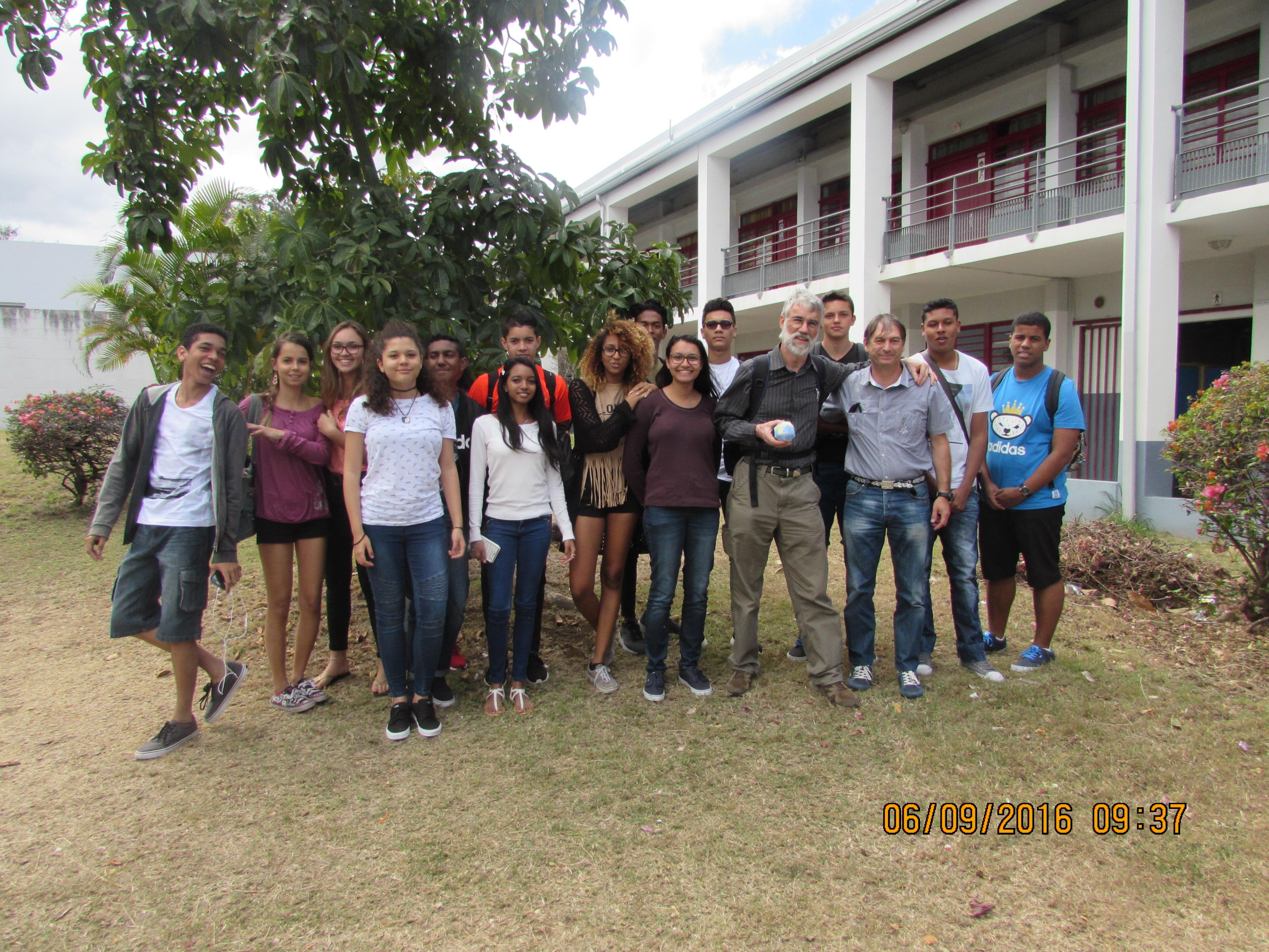 le groupe de Première S Sciences de l'Ingénieur avec leur prof et M. Staehle